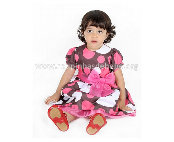 Vestido marrom de bolinha