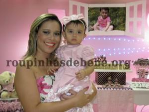 Giovanna e tia na festa marrom e rosa provencal