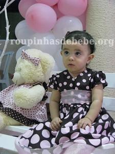 Giovanna na festa marrom e rosa provencal