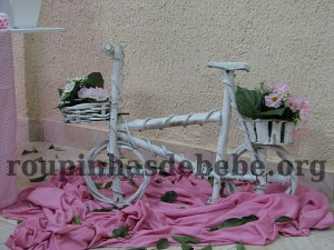 arranjos da festa marrom e rosa infantil