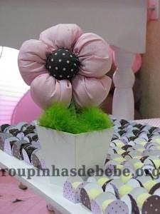 festa rosa e marrom de 1 ano com flores