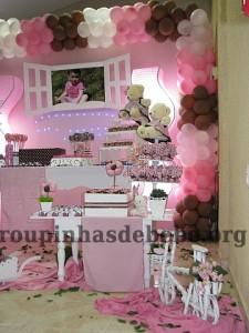festa rosa e marrom de 1 ano painel da Giovanna