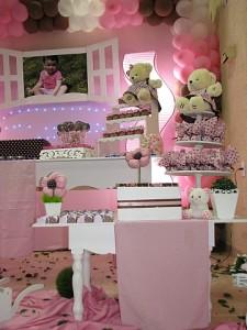 festa rosa e marrom infantil decorando a mesa