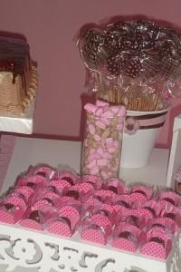 festa rosa e marrom infantil guloseimas