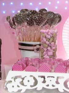 festa rosa e marrom infantil pirulitos de chocolate