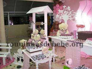 guloseimas na festa marrom e rosa provencal