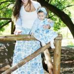 moda mae e filha floral azul claro