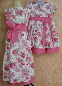 vestido infantil marrom e rosa floral