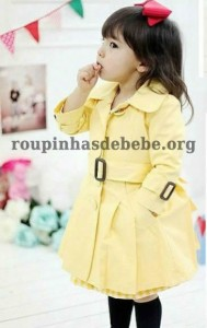 casaco infantil amarelo importado em detalhes