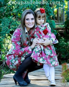 moda mae e filha floral pink
