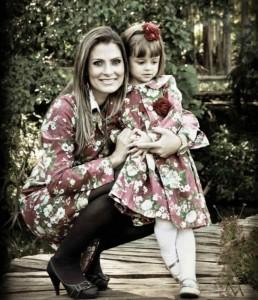 moda mae e filha floral vermelho