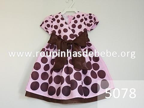vestido rosa e marrom com manga